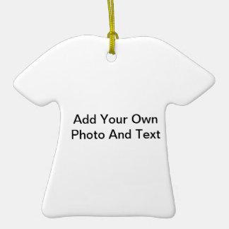 Cree su propia forma de la camisa del ornamento adorno de cerámica en forma de playera