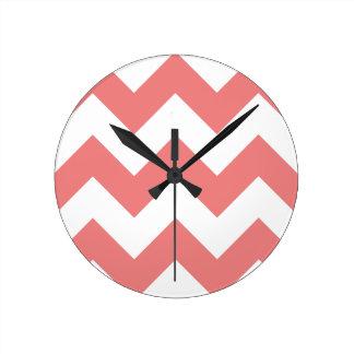 Cree su propio modelo de zigzag coralino ligero reloj redondo mediano