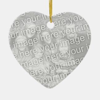 Cree su propio recuerdo unilateral de la foto del adorno de cerámica en forma de corazón