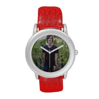 Cree su propio reloj rojo de encargo del brillo