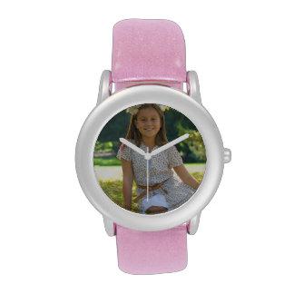 Cree su propio reloj rosado de encargo del brillo