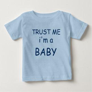 """Cree sus los propios """"confían en que yo es…."""" playera de bebé"""