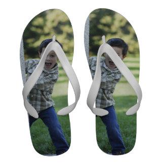 Cree sus propias sandalias blancas del flip-flop d