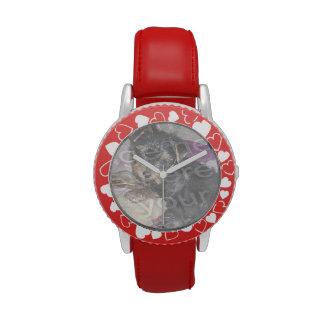 Cree sus propios corazones y correa rojos de encar reloj de mano