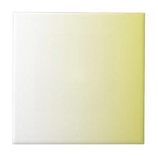 Crema a la pendiente de la vertical del amarillo d teja