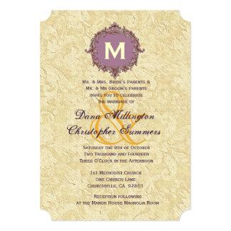 """Crema antigua y boda púrpura del monograma del invitación 5"""" x 7"""""""