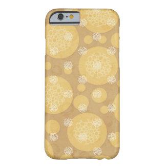 Crema de los lunares y marrón claro flotantes funda de iPhone 6 barely there