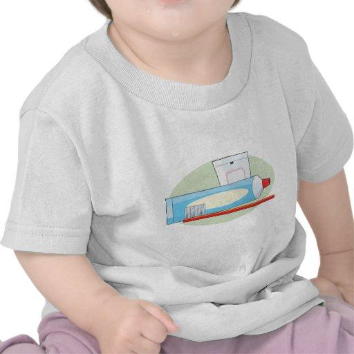 Crema dental y cepillo camiseta