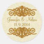 Crema elegante y sello dorado del sobre del boda etiquetas redondas