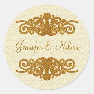 Crema elegante y sello dorado del sobre del boda pegatina redonda