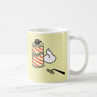 Crema y maquinilla de afeitar del afeitado taza de café