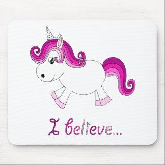 Creo el unicornio - rosa alfombrilla de ratón
