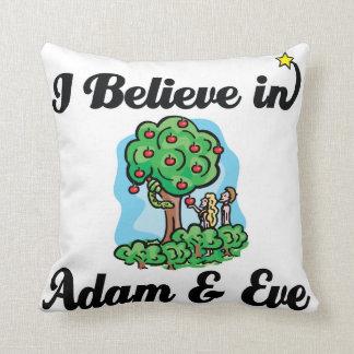 creo en Adán y Eva Almohadas