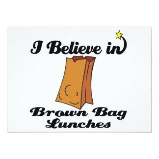 creo en almuerzos marrones del bolso invitación