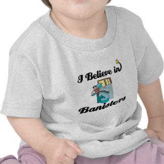 creo en barandillas camisetas