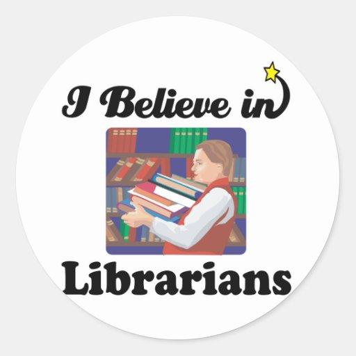 creo en bibliotecarios pegatinas redondas