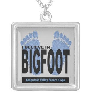 Creo en Bigfoot Colgante Cuadrado