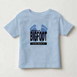 Creo en Bigfoot Playeras