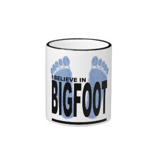 Creo en Bigfoot Taza De Dos Colores