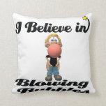 creo en burbujas de la goma que soplan almohadas