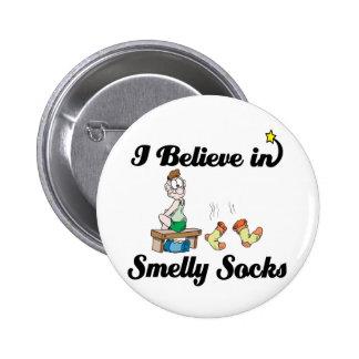creo en calcetines hediondos pin redondo de 2 pulgadas