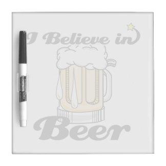 creo en cerveza tableros blancos