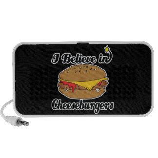 creo en cheeseburgers altavoz de viajar