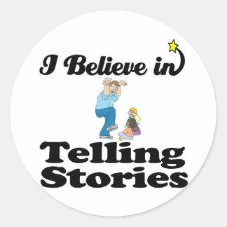 creo en contar historias pegatina redonda