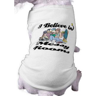 creo en cuartos sucios camiseta de perro