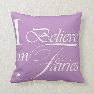 Creo en el amortiguador de las hadas - púrpura almohada