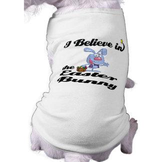 creo en el conejito de pascua playera sin mangas para perro