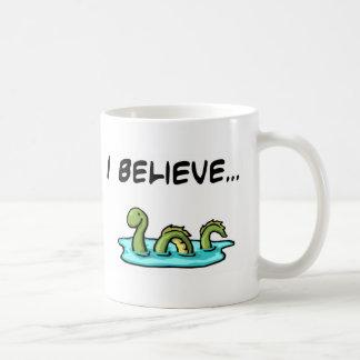 Creo en el monstruo de Loch Ness Tazas