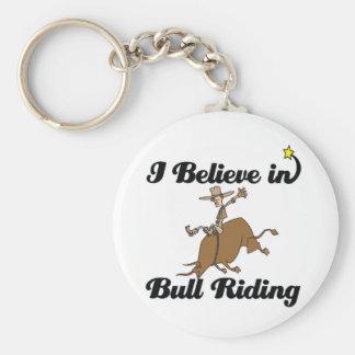 creo en el montar a caballo del toro llavero