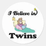creo en gemelos pegatinas redondas