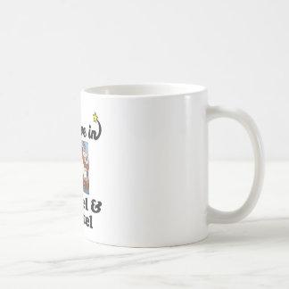 creo en hansel y gretel tazas de café