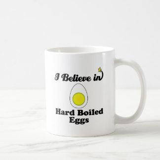 creo en huevos duros taza clásica