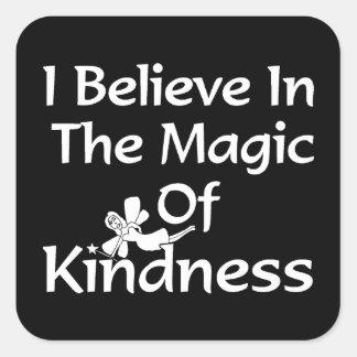 Creo en la magia de la amabilidad pegatina cuadrada