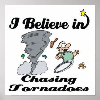 creo en la persecución de tornados póster