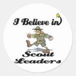creo en líderes del explorador pegatina redonda