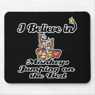 creo en los monos que saltan en cama tapete de ratones