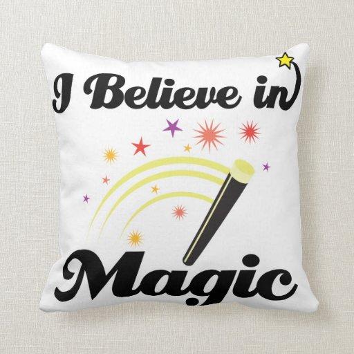 creo en magia almohadas