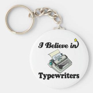 creo en máquinas de escribir llavero personalizado