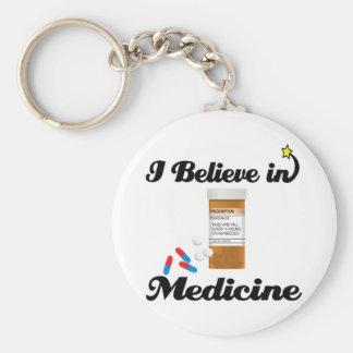creo en medicina llavero redondo tipo pin