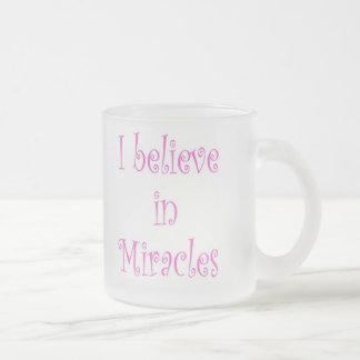 Creo en milagros taza