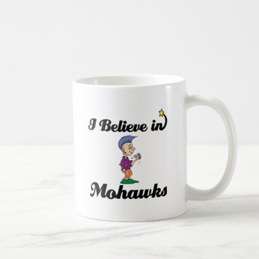 creo en mohawks taza