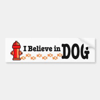 Creo en perro. Diseño alterno divertido de la reli Etiqueta De Parachoque