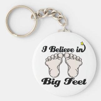 creo en pies grandes llaveros