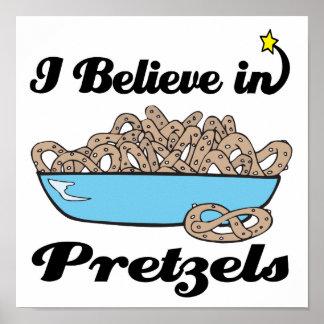 creo en pretzeles posters