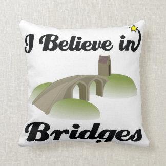 creo en puentes cojines