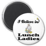 creo en señoras del almuerzo iman de nevera